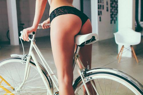 toon sex vrouwen fietsen