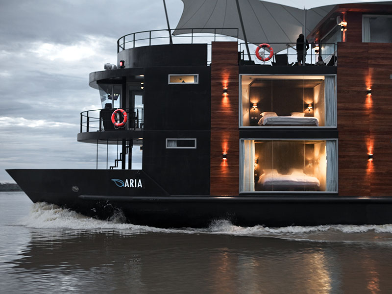 aria river boat reizen peru amazone MAN MAN