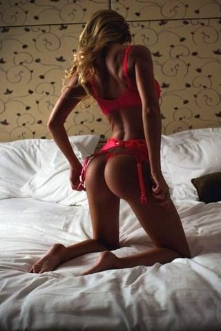 sexy vrouw lingerie rood bed MAN MAN