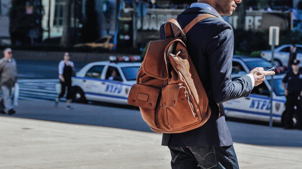 6 Stijlvolle Manieren Om Een Backpack Te Dragen Man Man