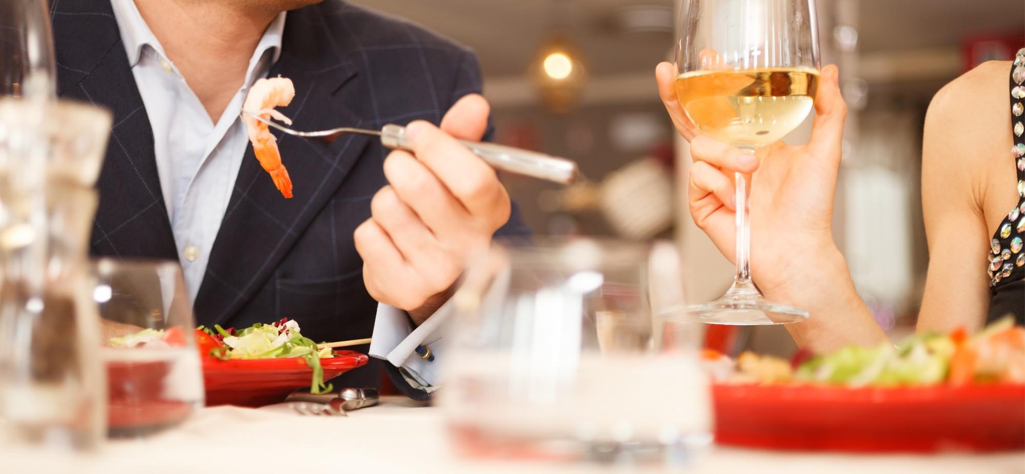Uiteten geen voor gerecht eten man man slim omgaan met geld besparen