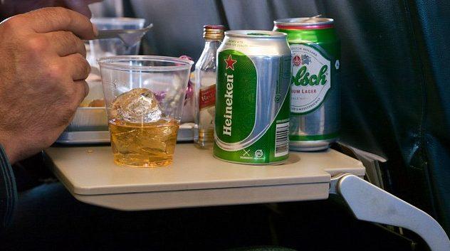 Vliegtuig passagier ergernissen man man irritant 7