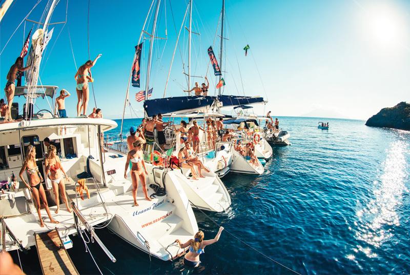 yacht feest jacht party man man geld slim uitgeven 1