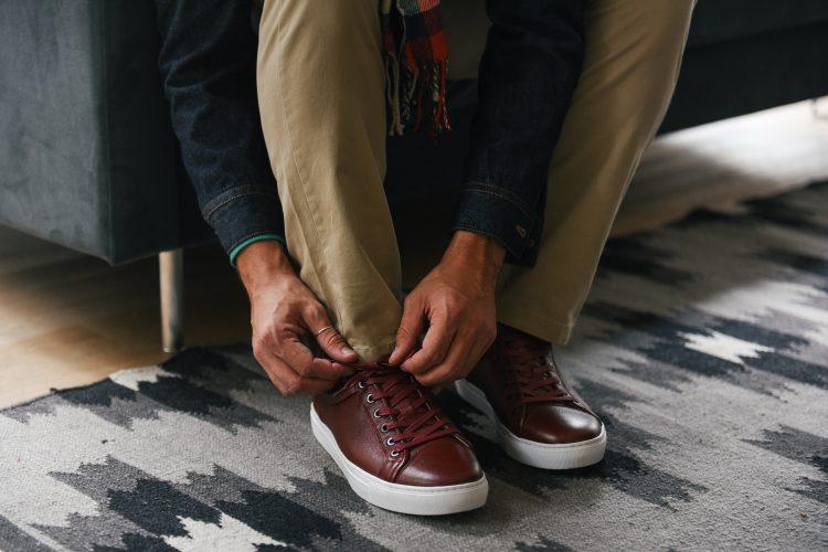 goed-uitzien-burgundy sneaker-chino-heren-MAN MAN