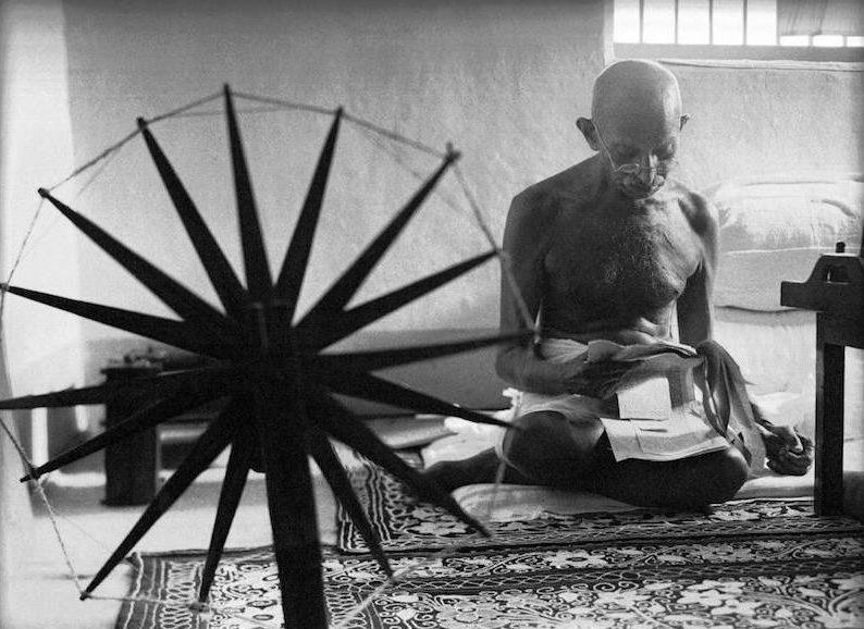 Ghandi-zwartwit foto-meest iconische foto's-MAN MAN