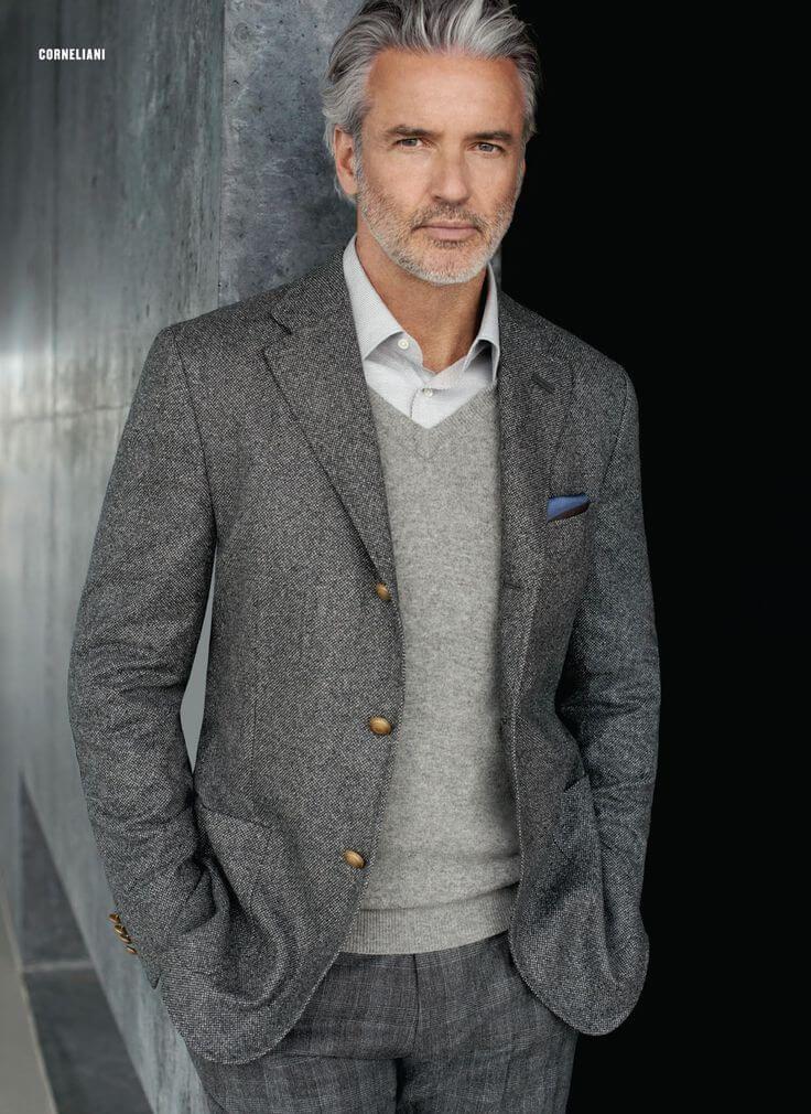 breede pompadour-herenkapsel-grijs pak-MAN MAN