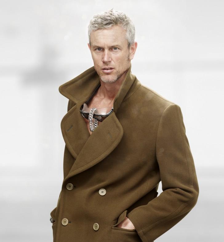 herenkapsel-groene overcoat-grijs haar-MAN MAN