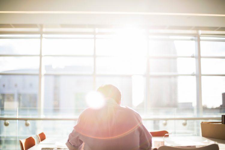 carrière keuzes-beslissingen nemen-werken-betaald woorden-loon-MAN MAN