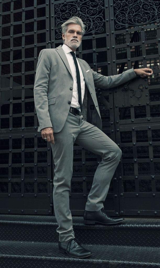 pompadour-heren-grijs haar-grijs pak-MAN MAN
