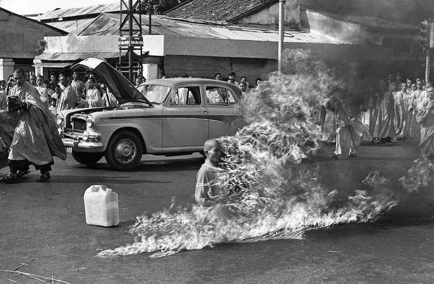 the burning monk-meest iconische foto's-MAN MAN