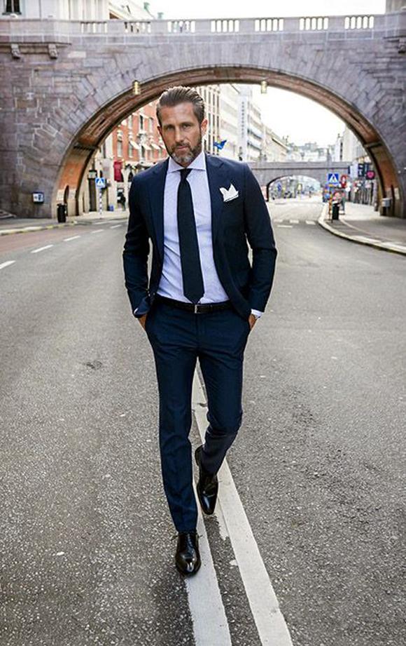 wet look-blauw pak-london-grijs haar-MAN MAN