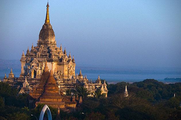 Gawdawpalin-Tempels-indrukwekkend-Myanmar-MAN MAN