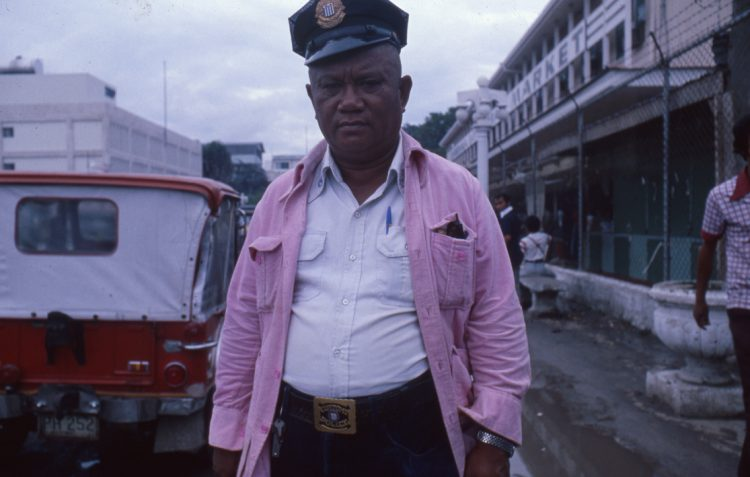 Henk Schiffmacher-fotografie-boek-politie-MAN MAN