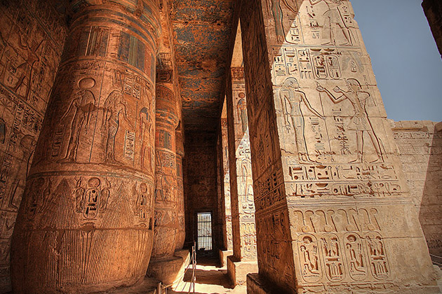 Medinet-Habu-Egypt-tempel-MAN MAN