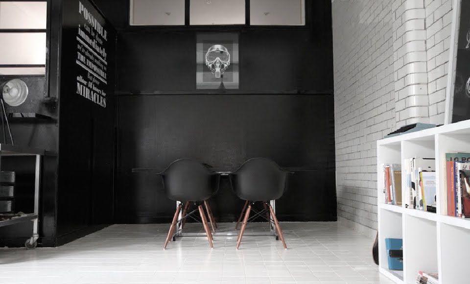 Inspiratie dit is waarom elk huis minstens n zwarte muur moet hebben man man - Zwarte muur in de woonkamer ...