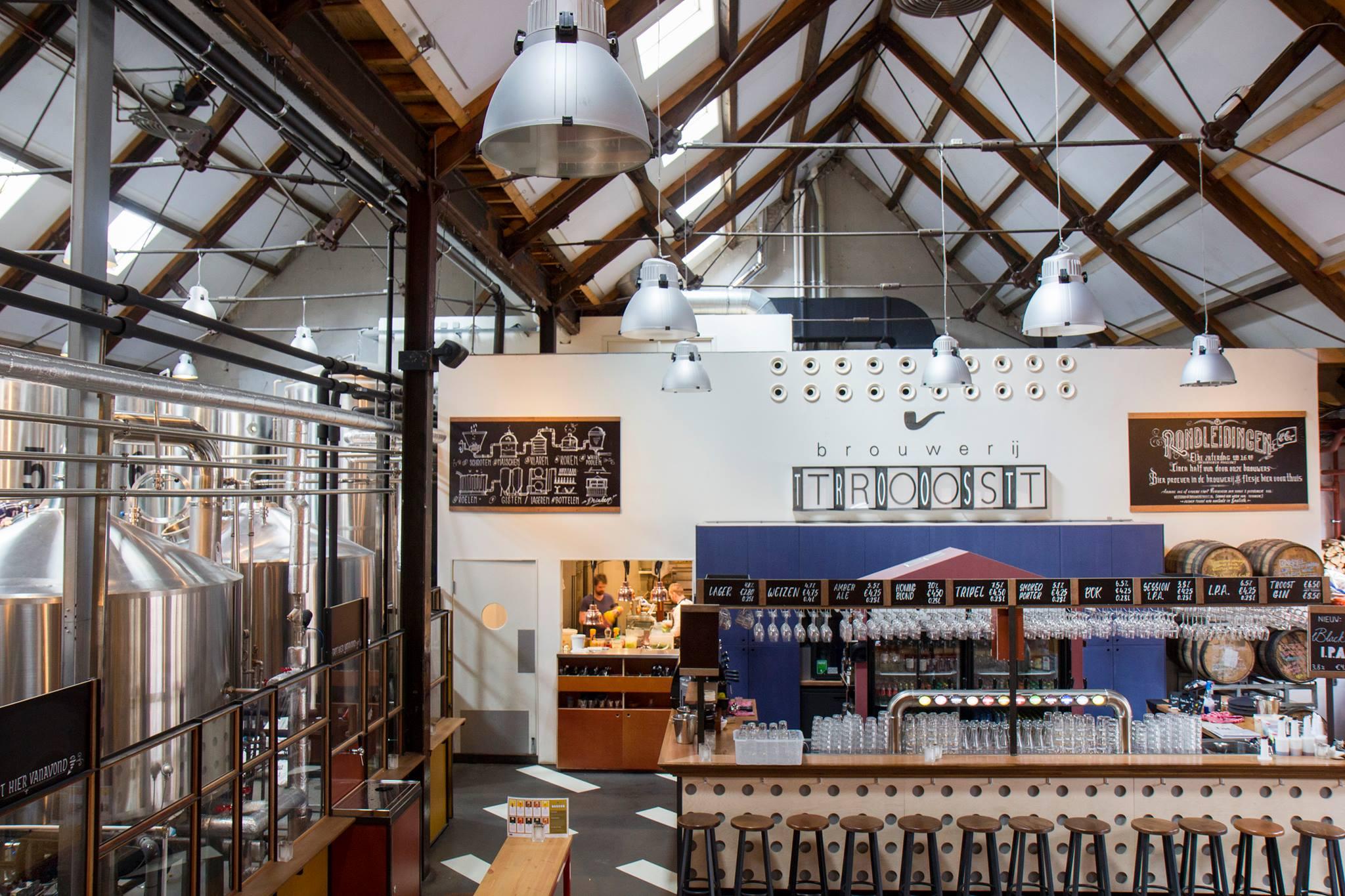 Amsterdam bierbrouwerij troost man man