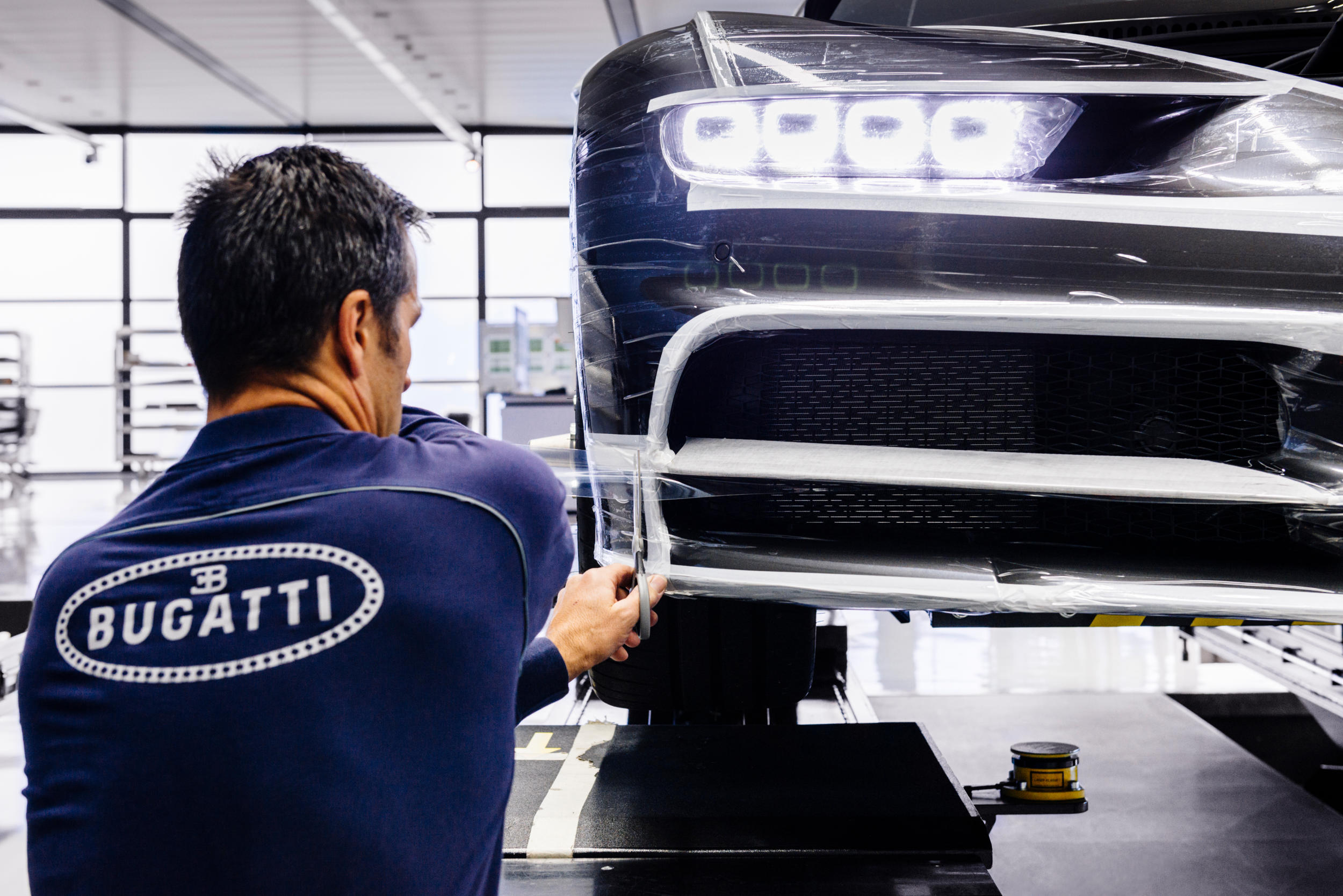 Bugatti chiron fabriek MAN MAN 11