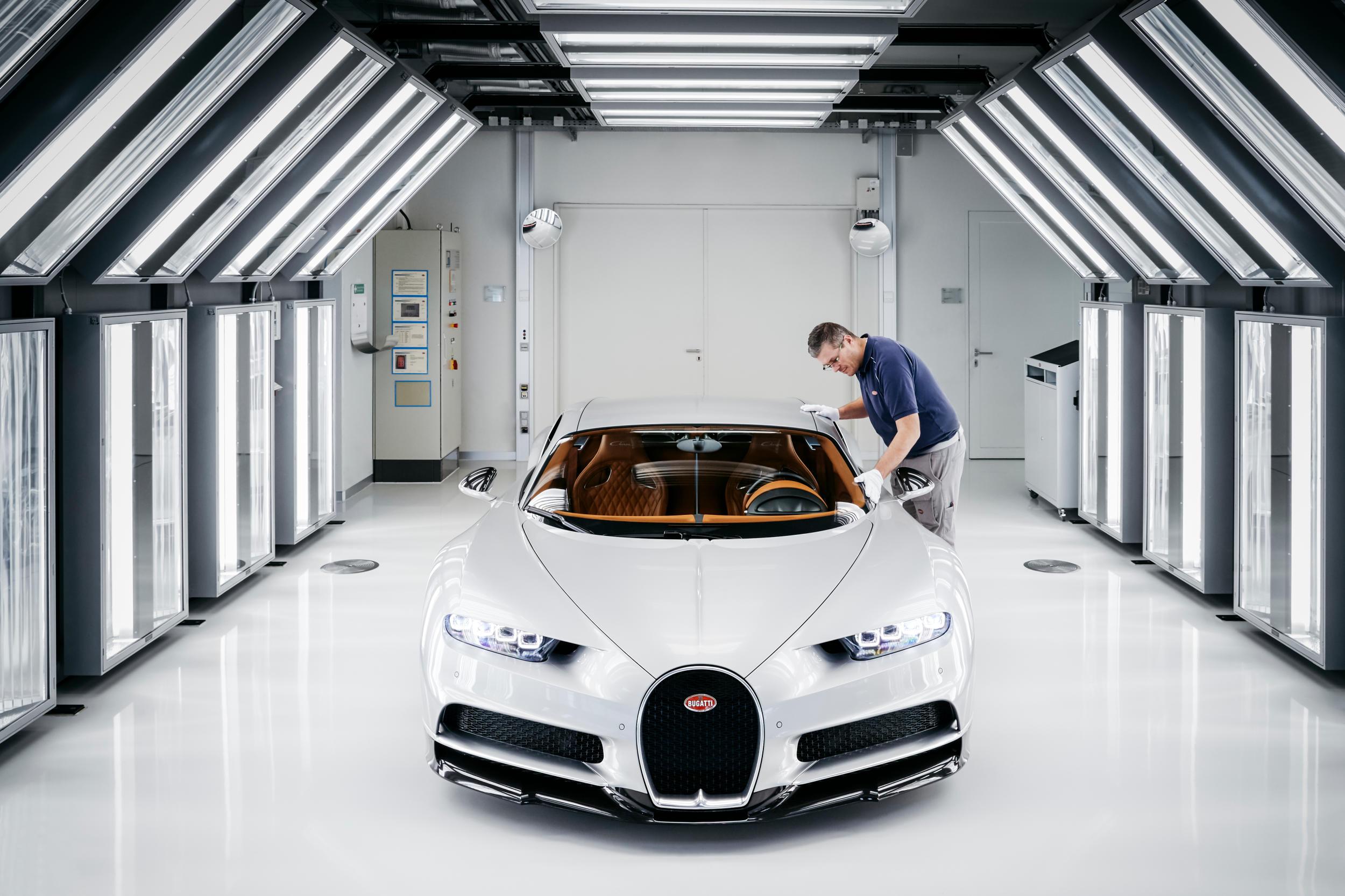 Bugatti chiron fabriek MAN MAN 12