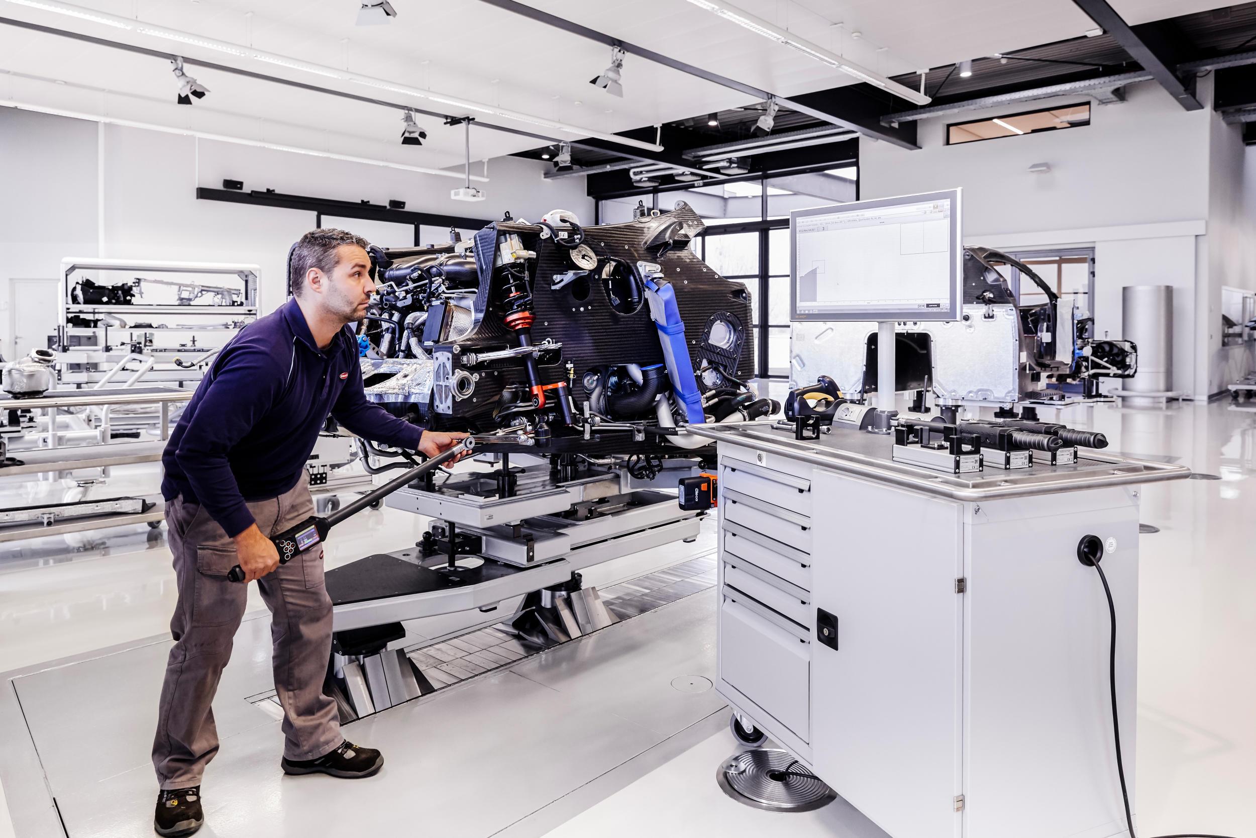 Bugatti chiron fabriek MAN MAN 2