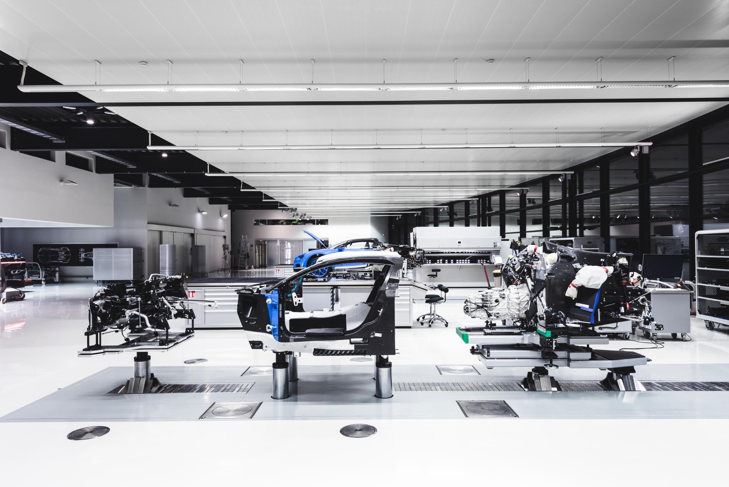 Bugatti chiron fabriek MAN MAN 5