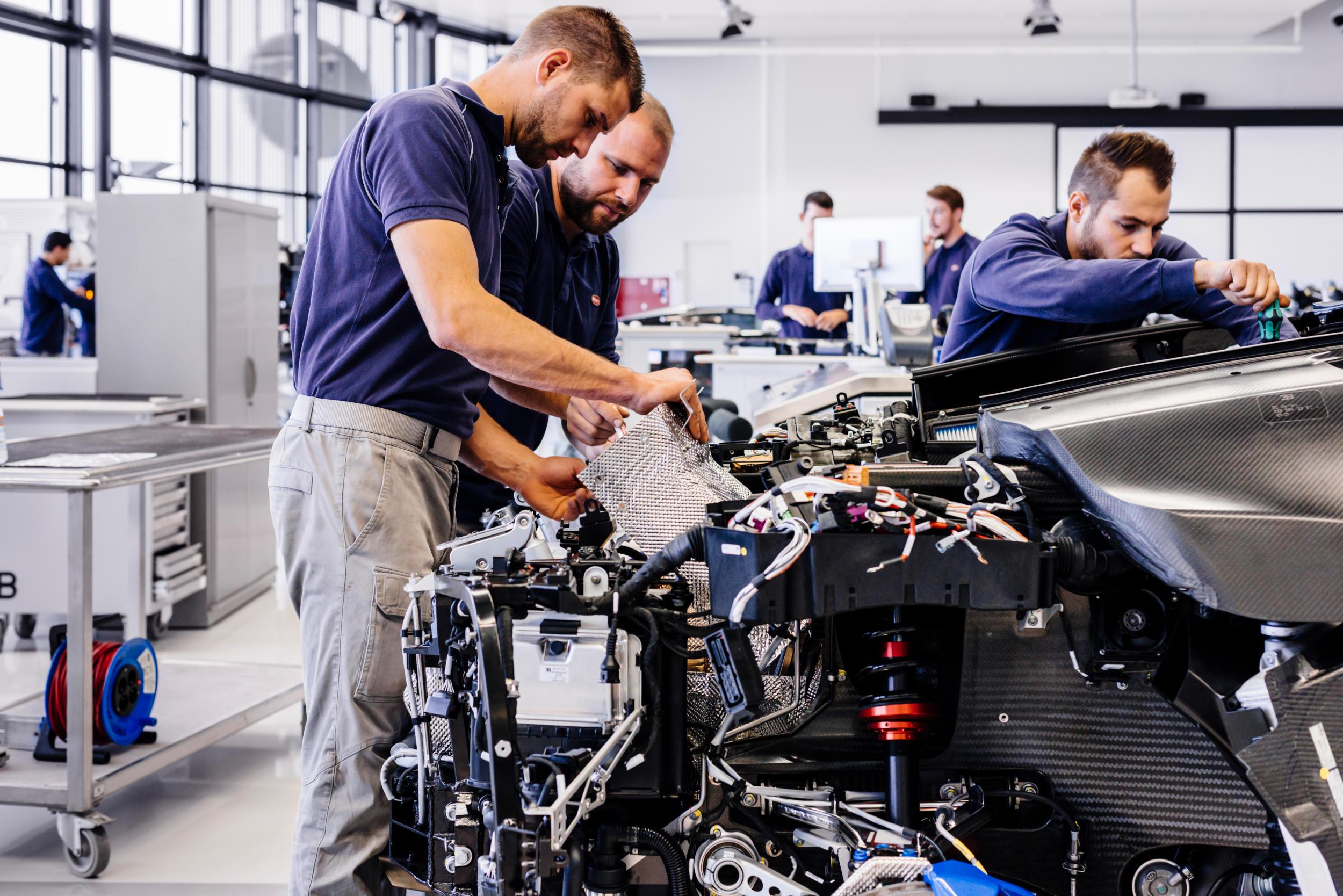 Bugatti chiron fabriek MAN MAN 6