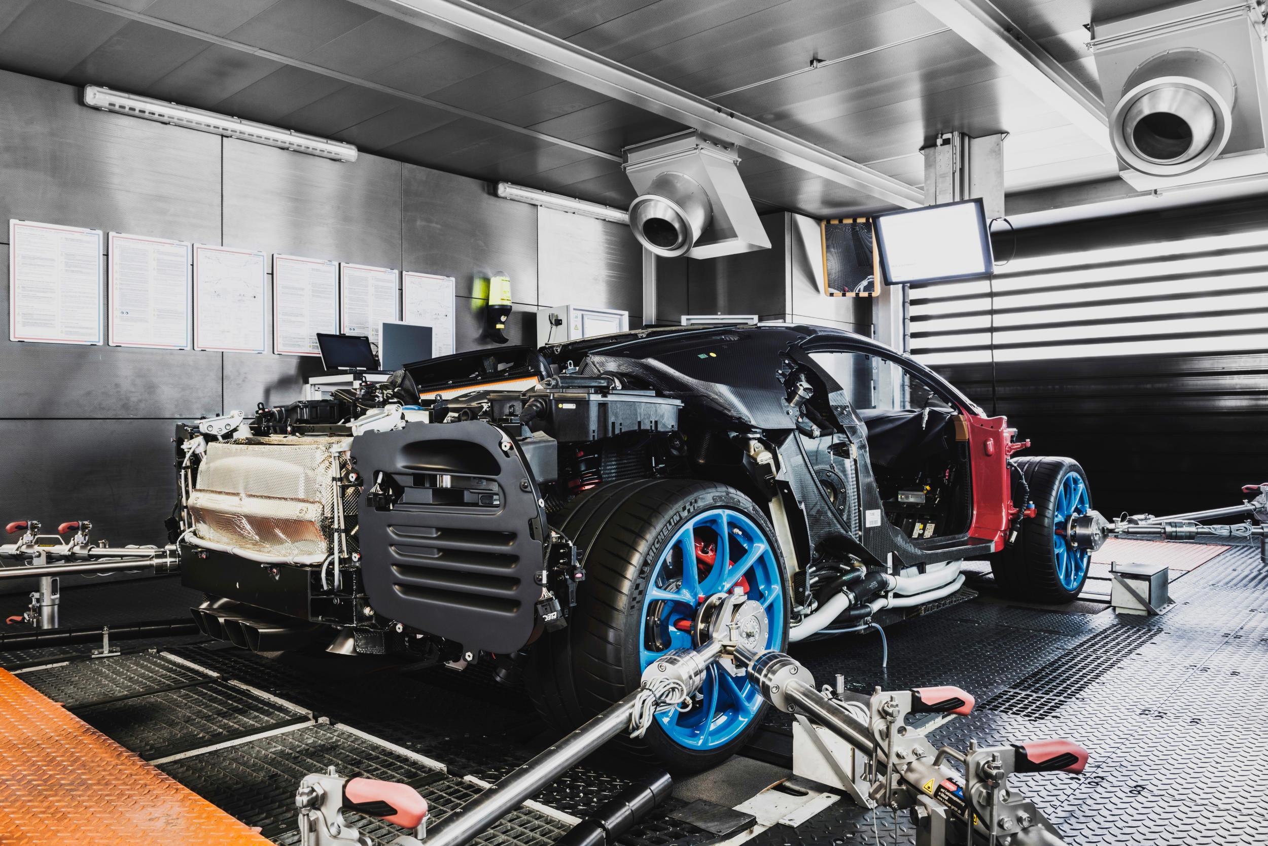 Bugatti chiron fabriek MAN MAN 7