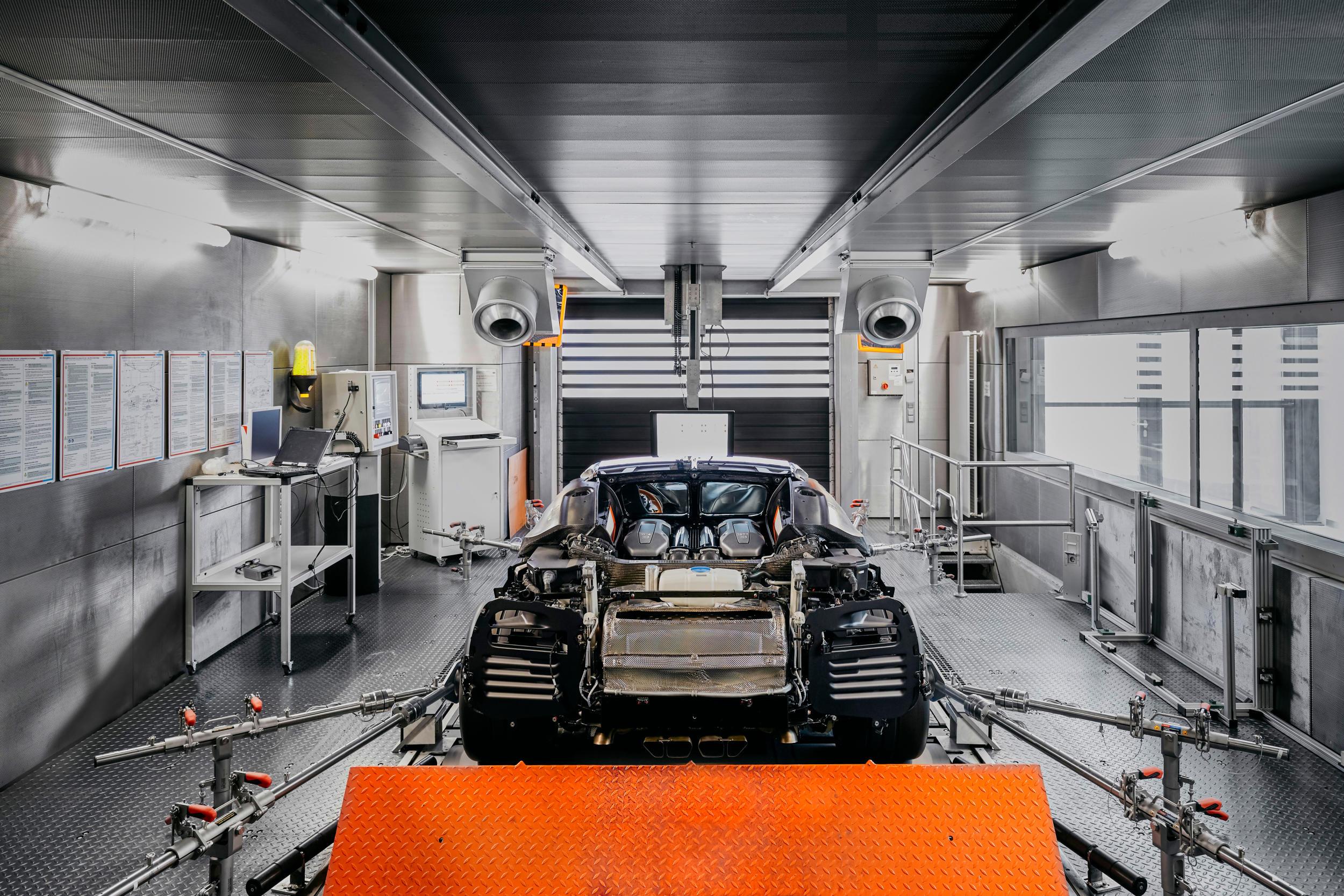 Bugatti chiron fabriek MAN MAN 8