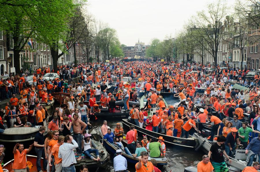 koningsdag-amsterdam-boot-manman
