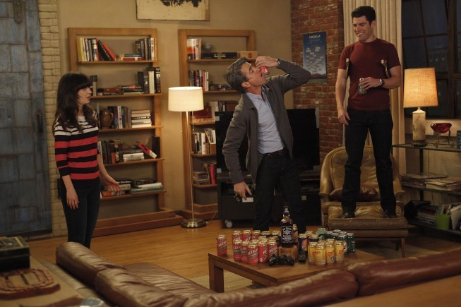 """NEW GIRL: The gang plays drinking games when Jess (Zooey Deschanel, L) invites Russell (guest star Dermot Mulroney, C) to spend the weekend at the loft in the """"Normal"""" episode of NEW GIRL airing Tuesday, April 10 (9:00-9:31 PM ET/PT) on FOX. Also pictured: Max Greenfield (R). ©2012 Fox Broadcasting Co. Cr: Greg Gayne/FOX"""