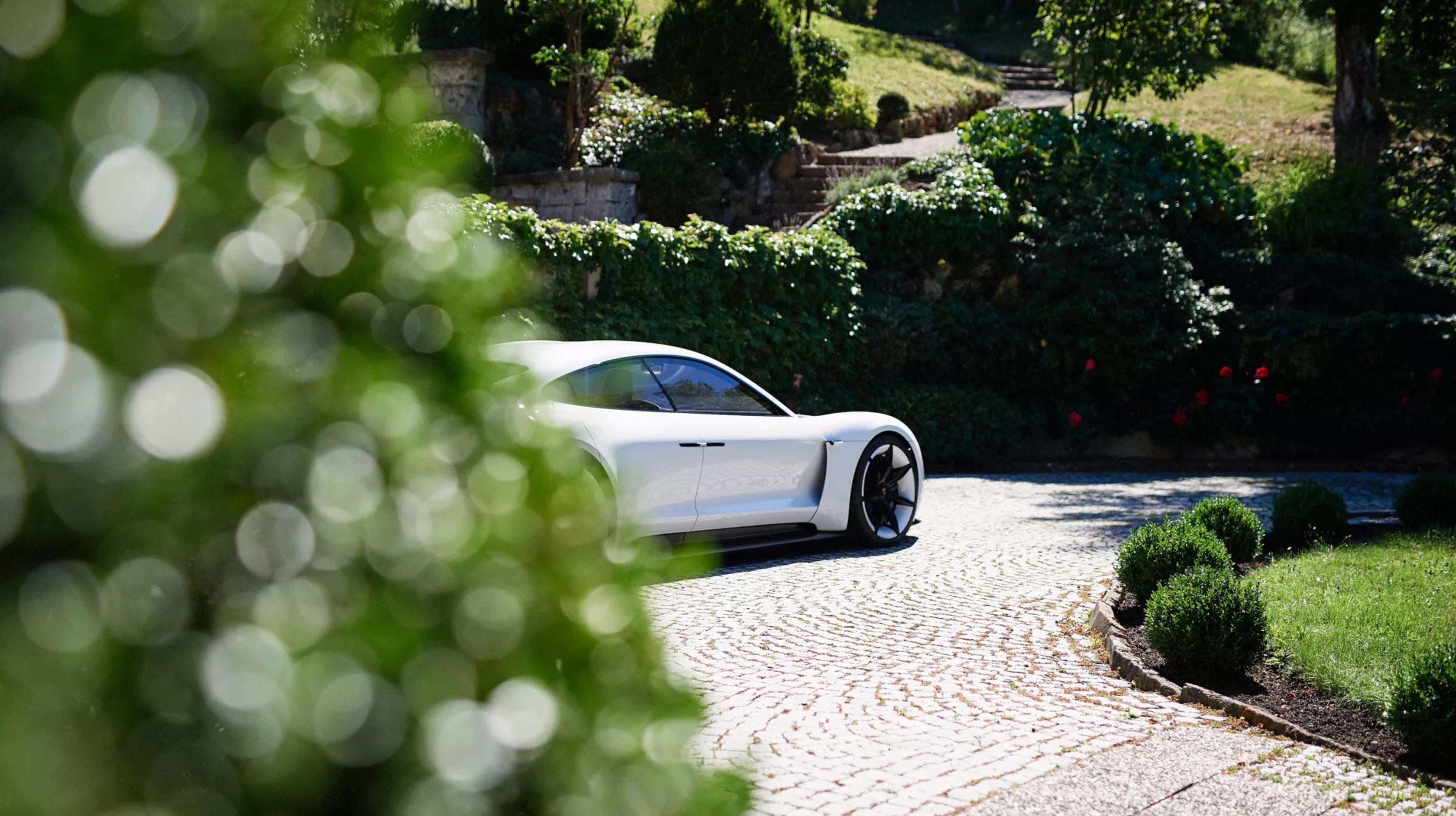 Porsche Mission E MAN-MAN