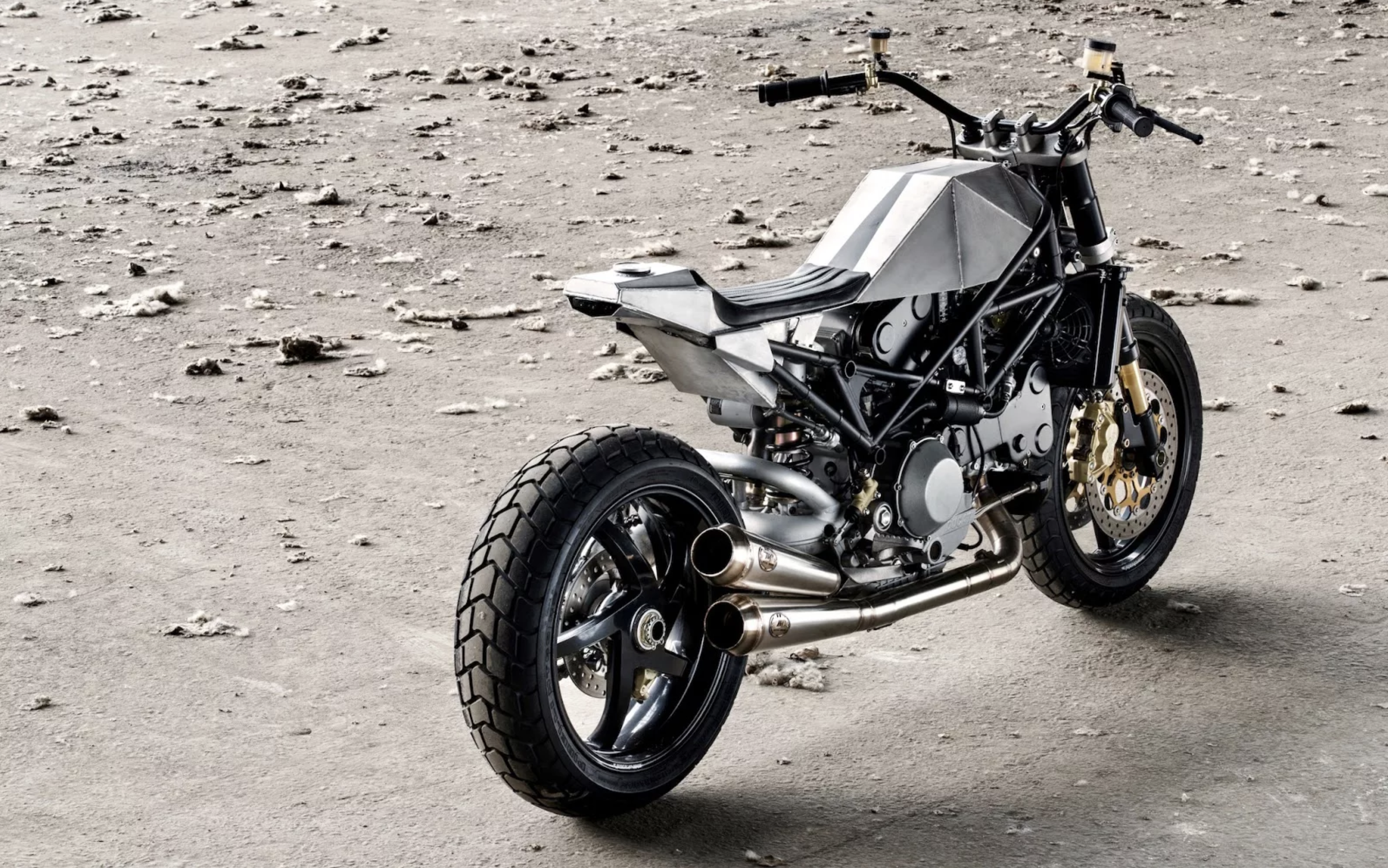 Ducati S4R Tracker Anvil Motociclette The Warthog MAN-MAN 17