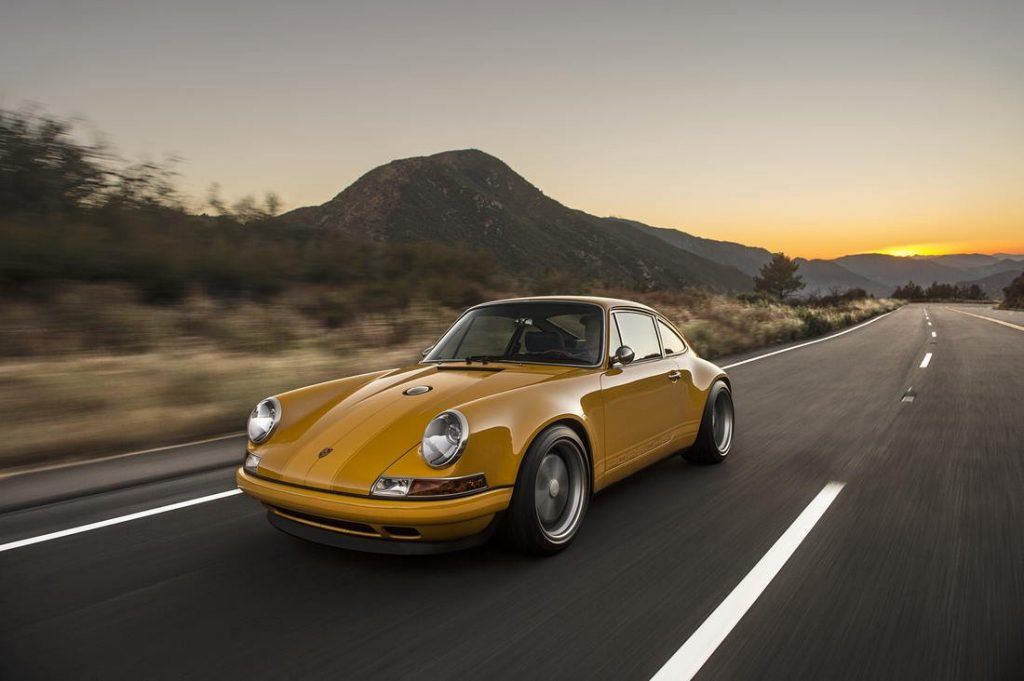 Singer vehicle design Porsche 911 okergeel blauw interieur MAN-MAN