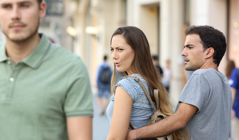 vriendin andere mannen flirten man man