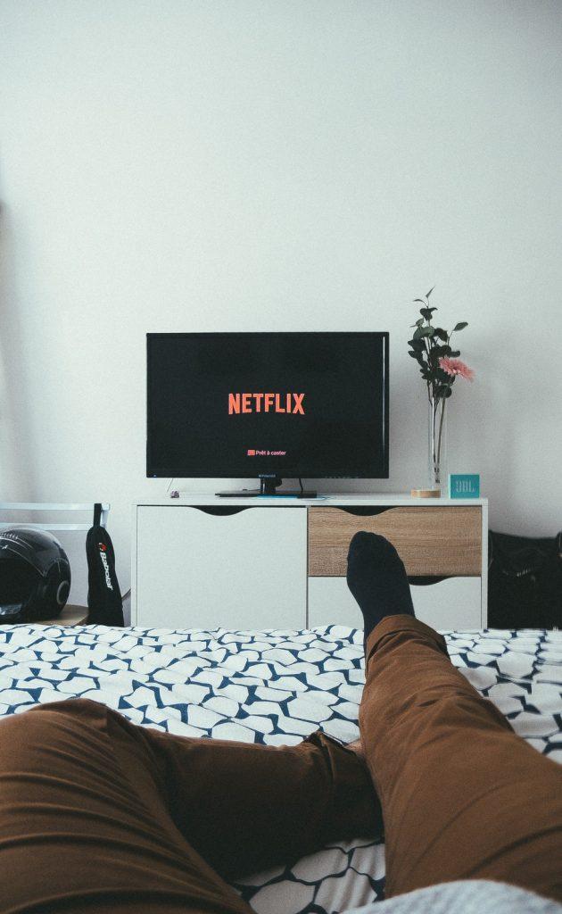 tv kijken samsung qled televisie 4k 8k MAN MAN