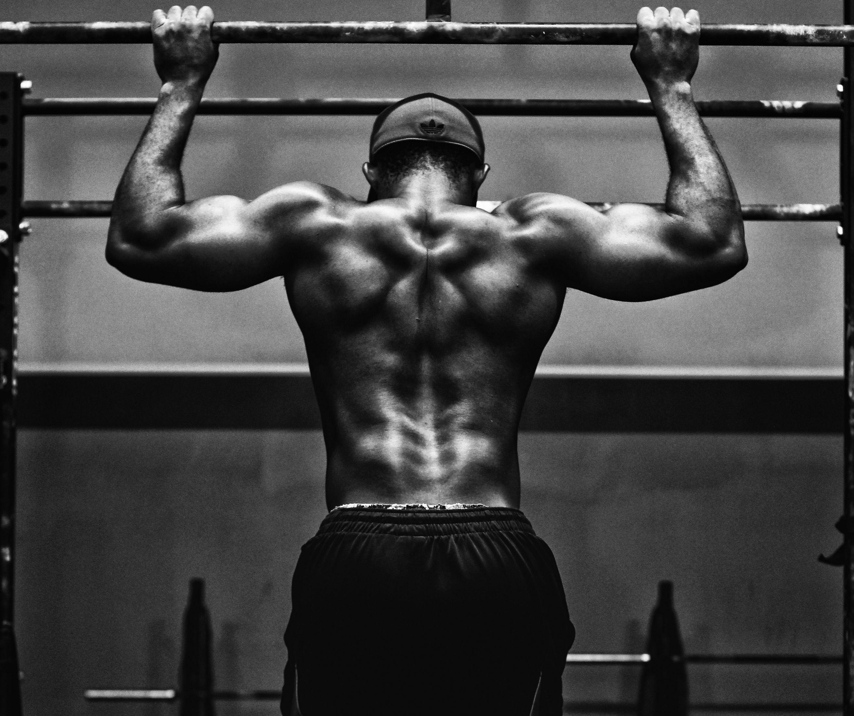 V-shape: met deze oefeningen krijg je de gespierde rug