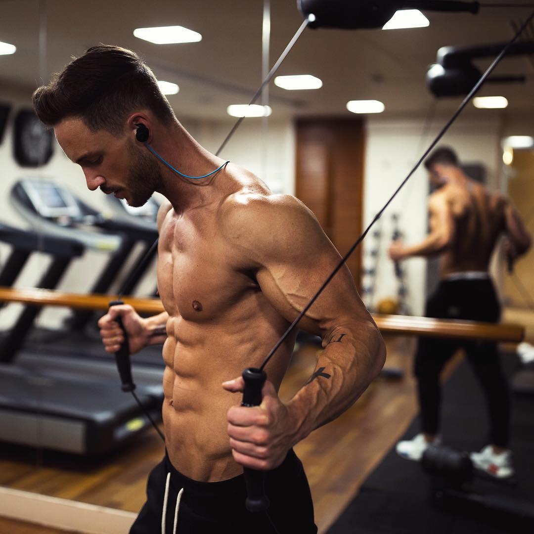 Dit is waarom de muscle mind connection zorgt voor meer spiermassa MAN MAN
