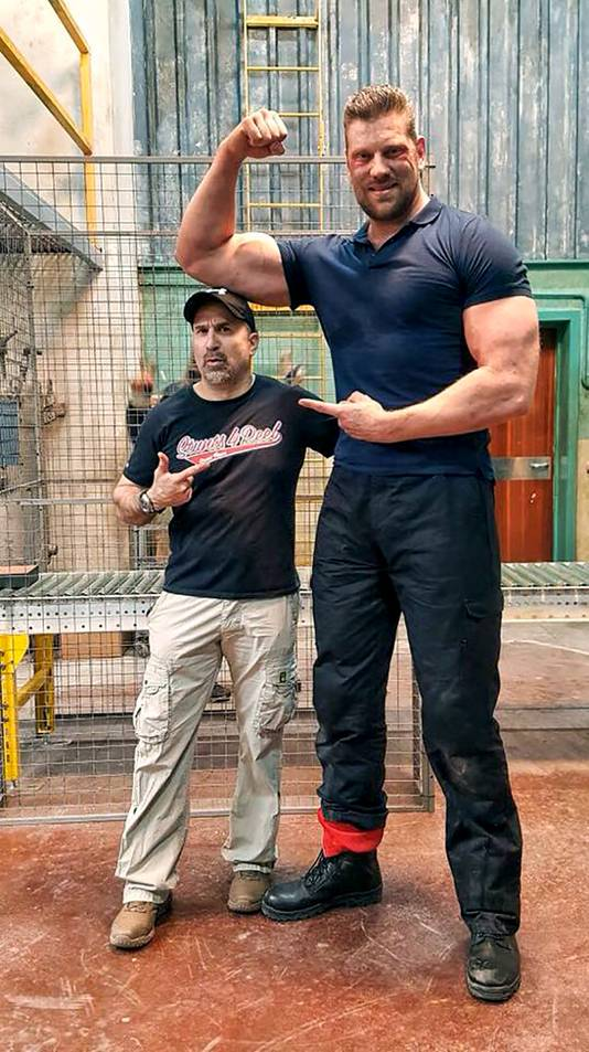 Dit is hoe ''The Dutch Giant'' 70 kilogram is aangekomen in 8 jaar tijd MAN MAN