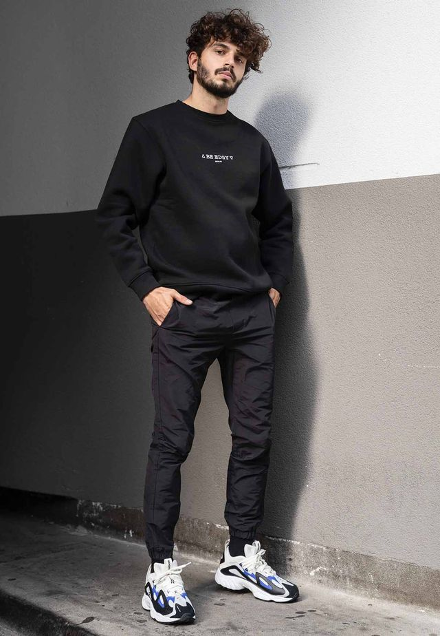 all black outfit sneaker trends