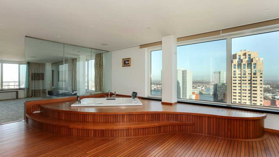 badkamer in penthouse Memphis Depay