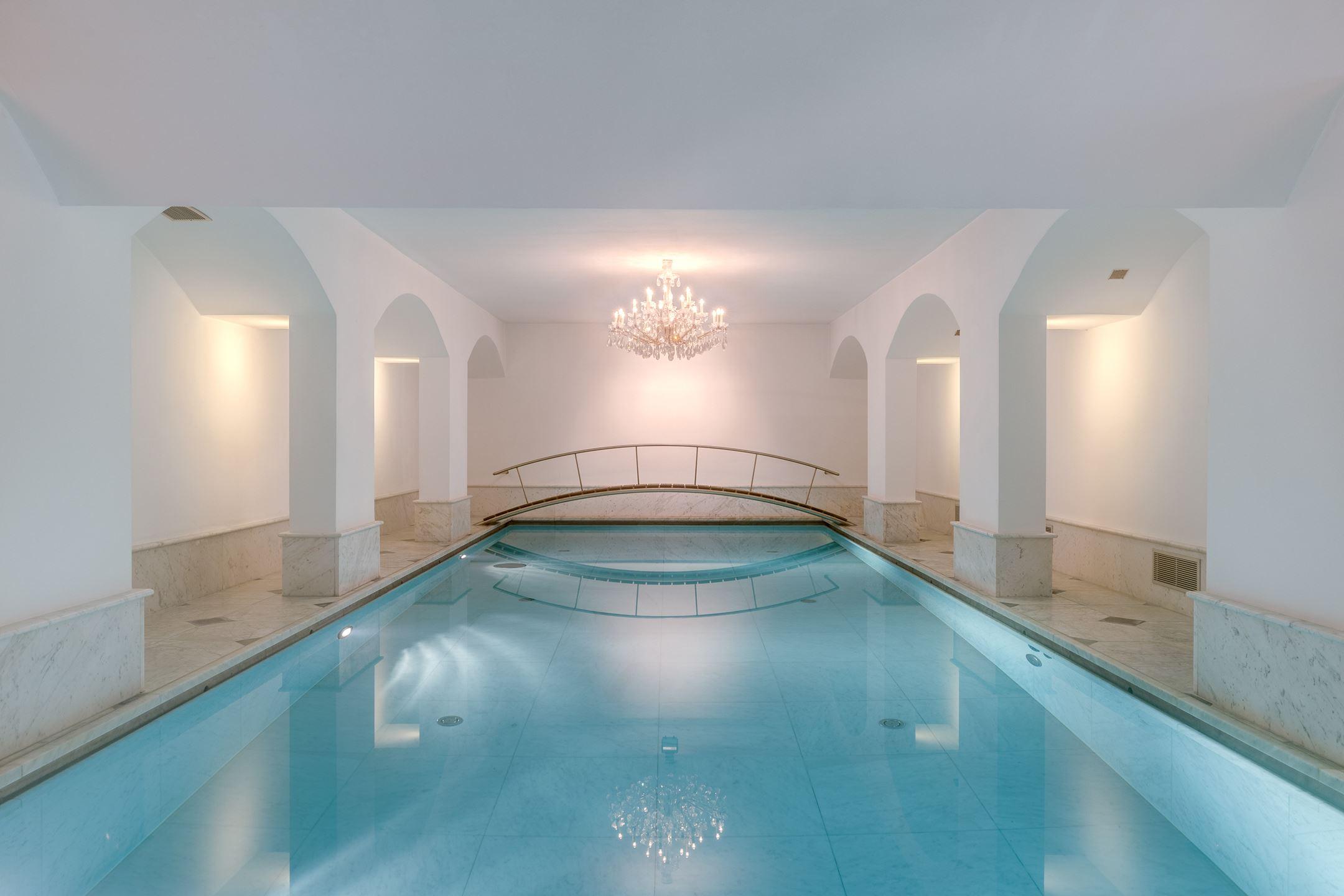 zwembad in kelder