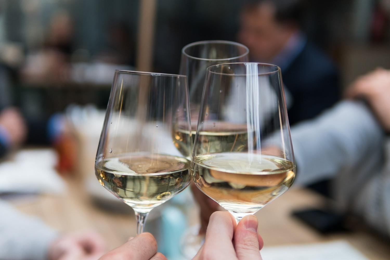 koolhydraten droge witte wijn