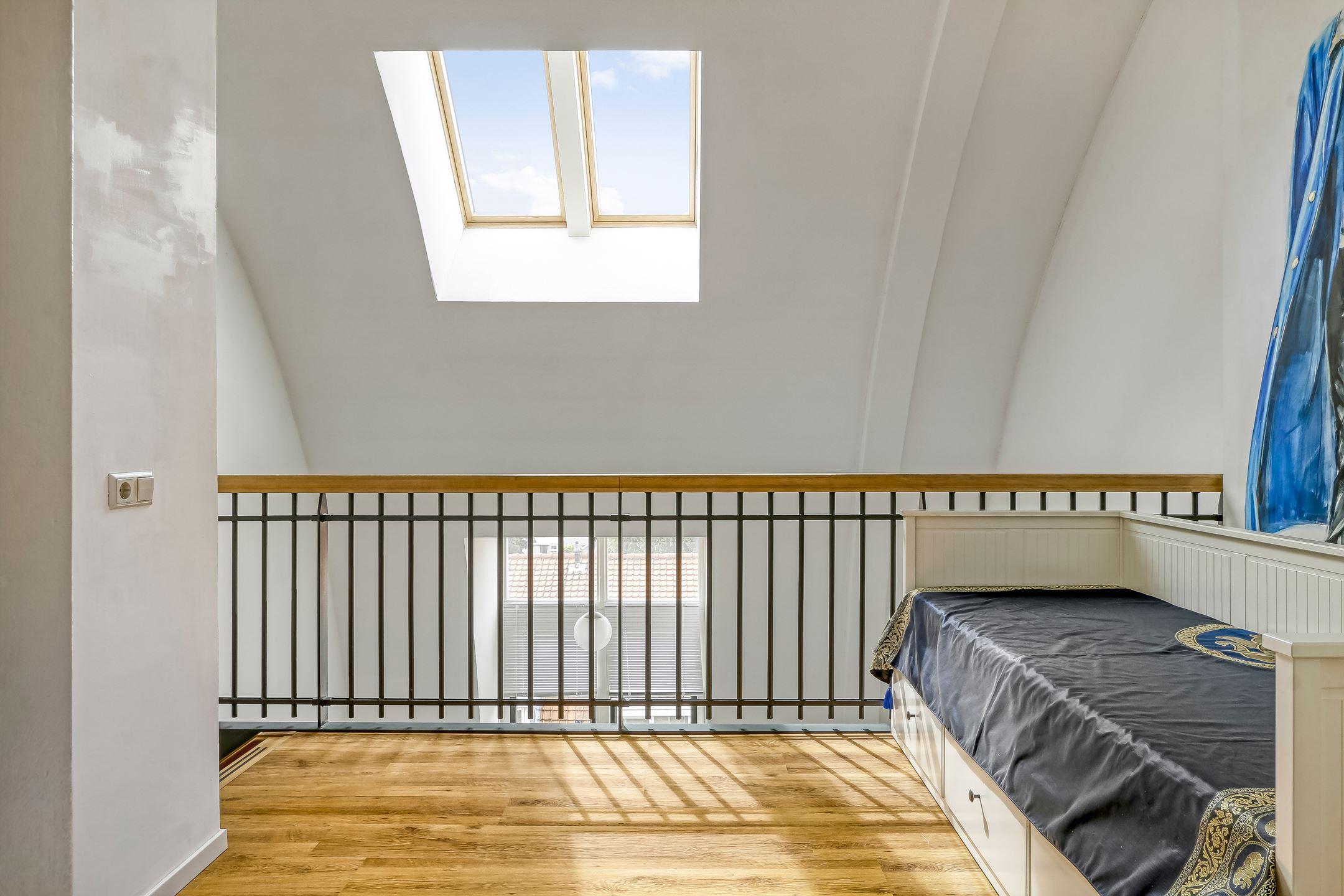 bovenverdieping met grote dakramen