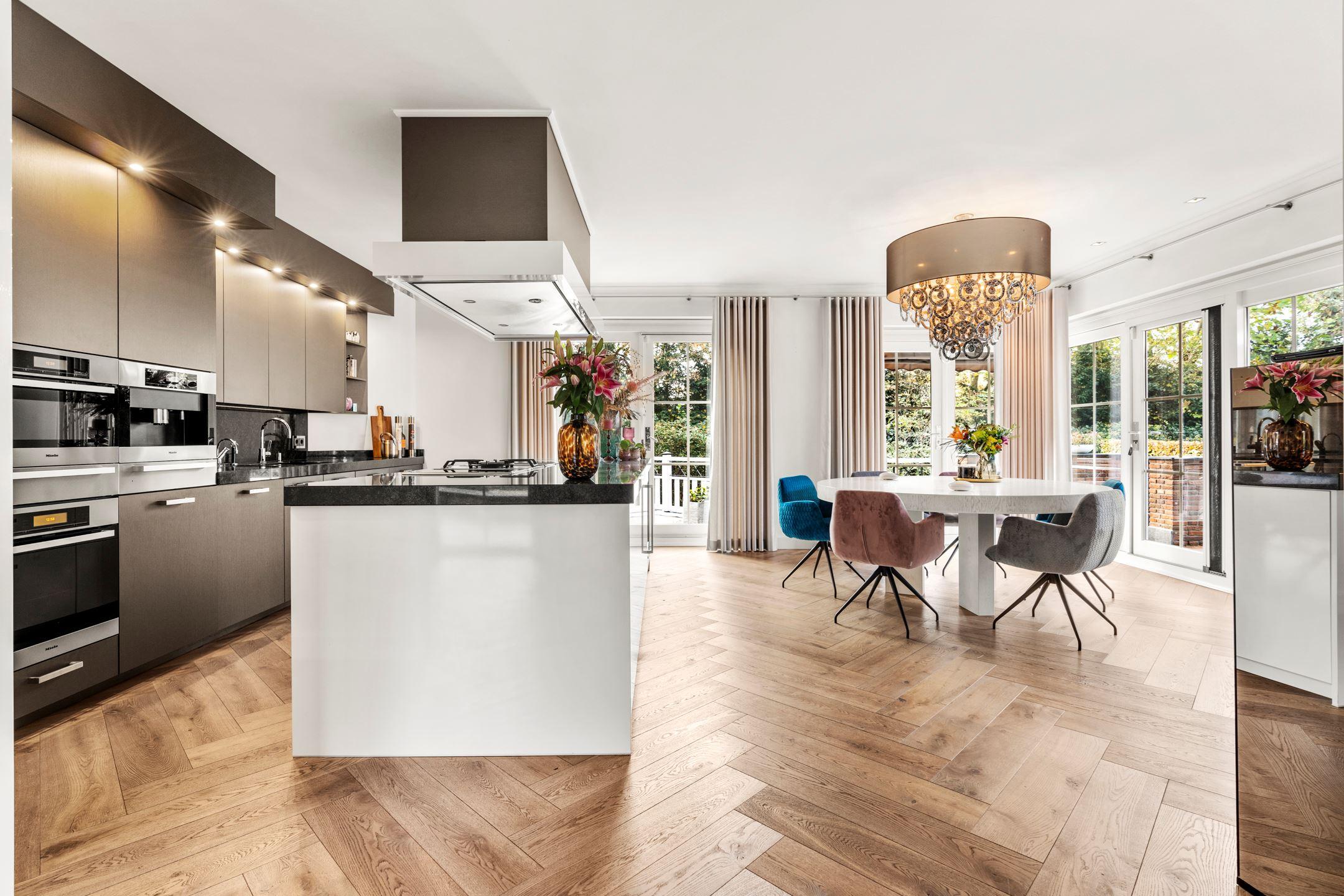 miljoenenvilla keuken en woonkamer