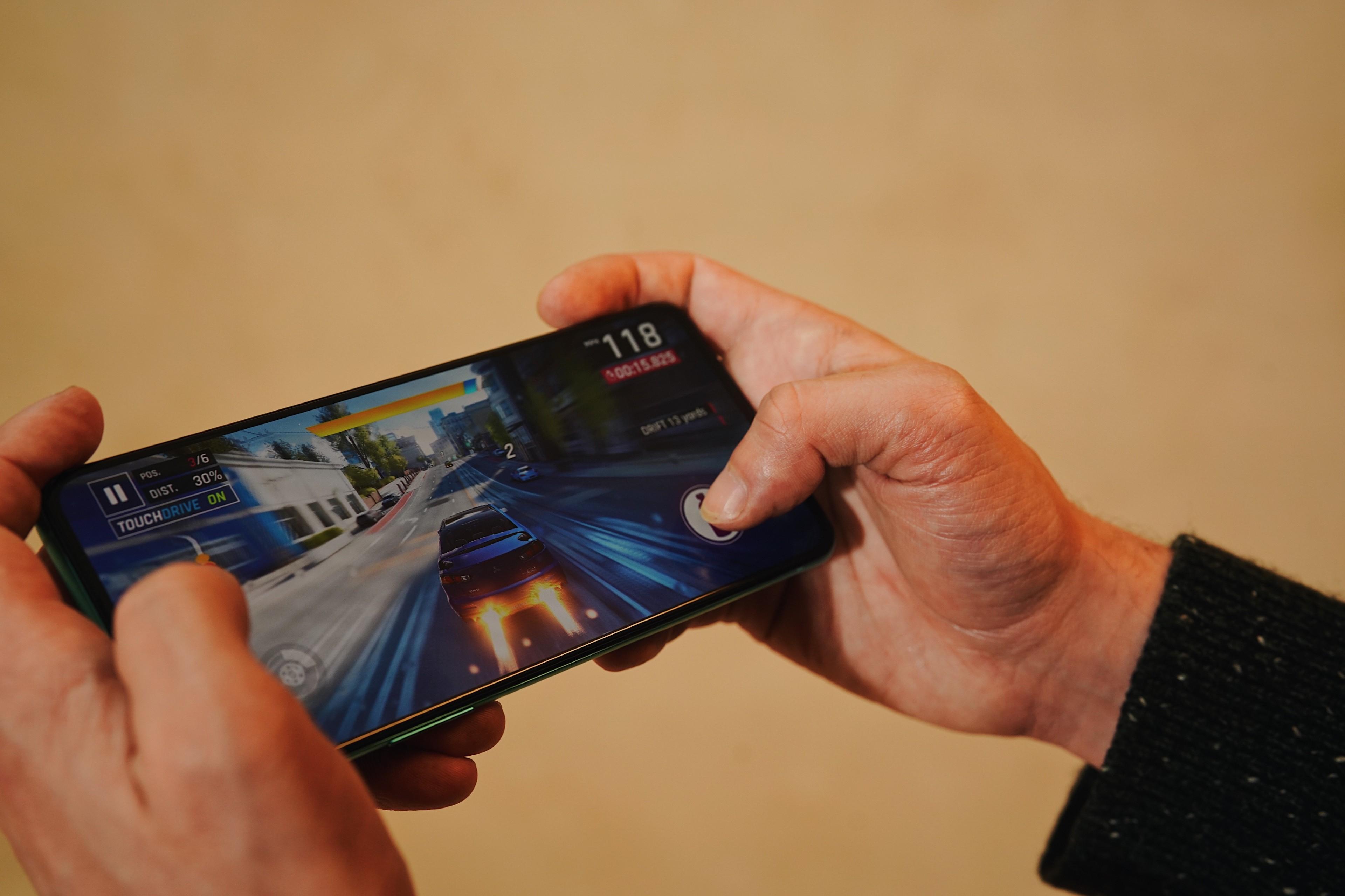 OnePlus 8T smartphone games