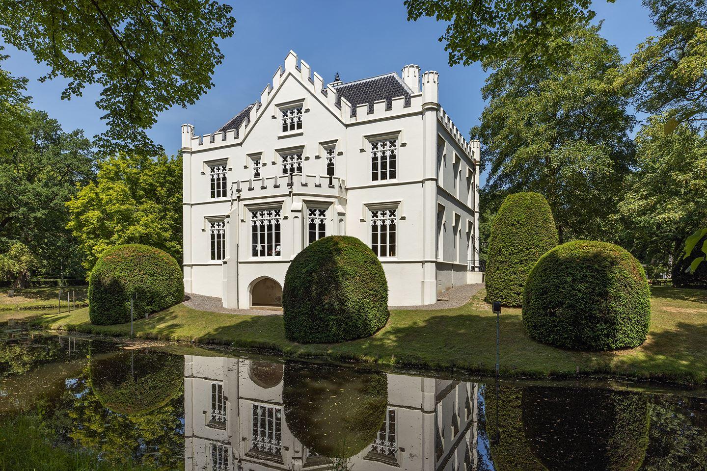 Dit unieke Nederlandse kasteel staat te koop op Funda