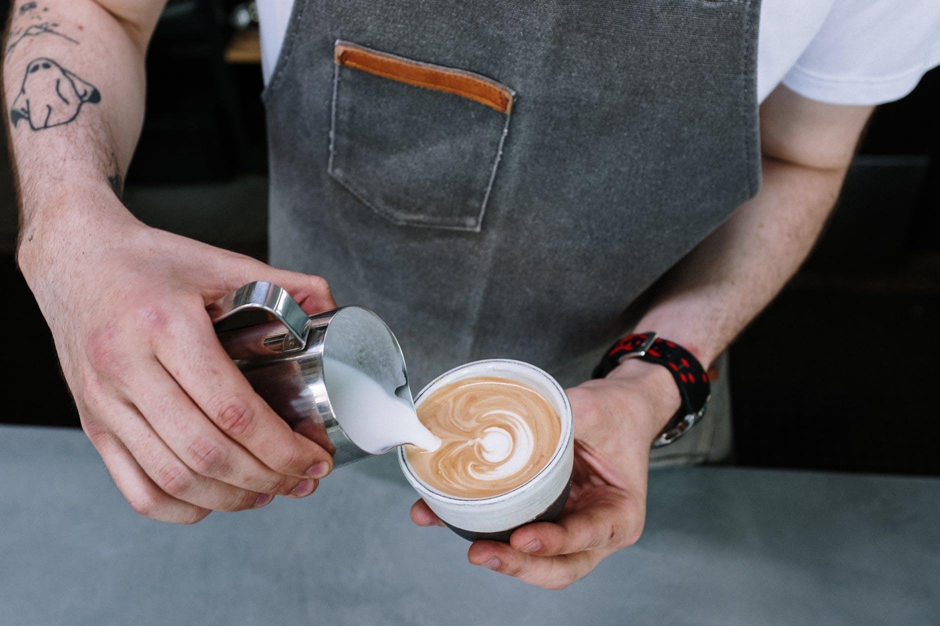 hoeveel koffie drinken we in Nederland gemiddeld per dag