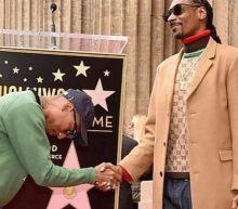 Video: Snoop Dogg krijgt een Walk of Fame-ster en bedankt zichzelf in een speech