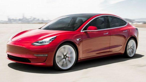 Het prijskaartje van de Tesla Model 3 ligt in ons land stukken hoger dan verwacht