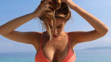 Renee Somerfield staat model voor haar eigen bikinilijn, en wij snappen waarom