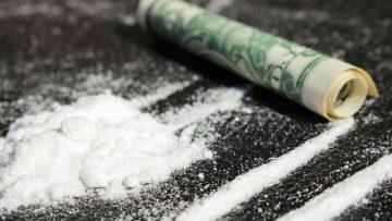Loterijwinnaar sterft aan een feestje met cocaïne en hoeren